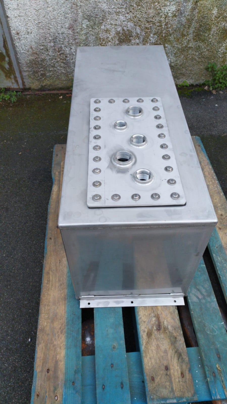Serbatoi per acqua potabile in inox 316 con portello di ispezione